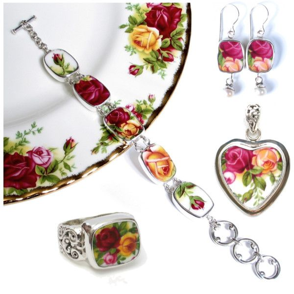 Broken-China-Jewelry-Old-Country-Roses-Pendant-Collage